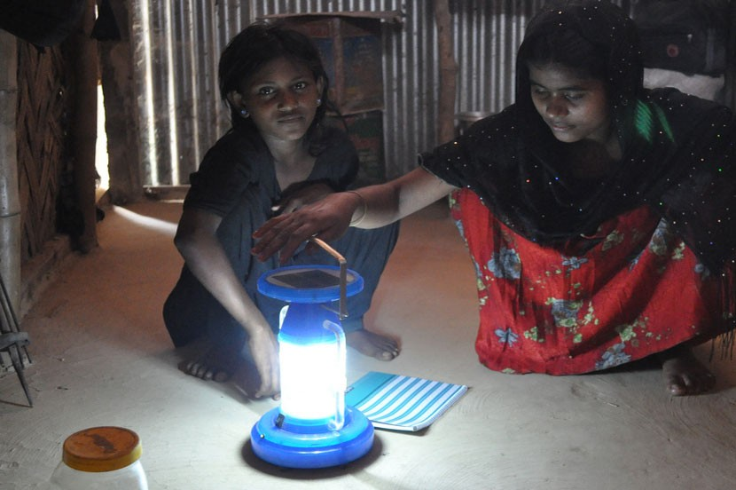 Solar lighting can deliver major development and climate ben